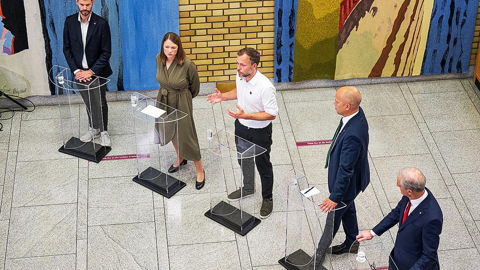 Nytt flertall. Partilederrunden på Stortinget under valgnatta 2021.