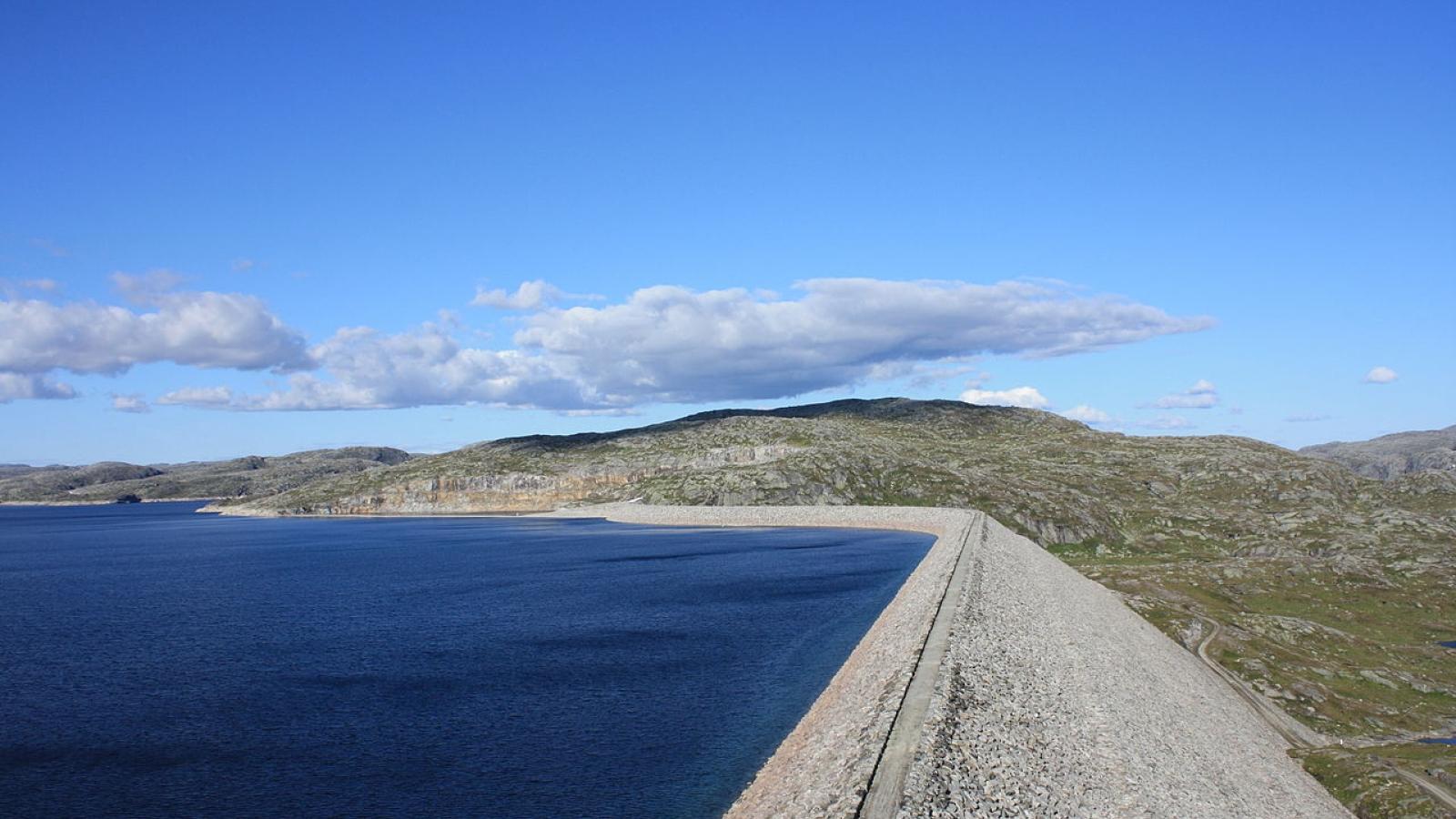 Storvassdammen og Blåsjø. Foto: Martin NH, Wikimedia Commons.
