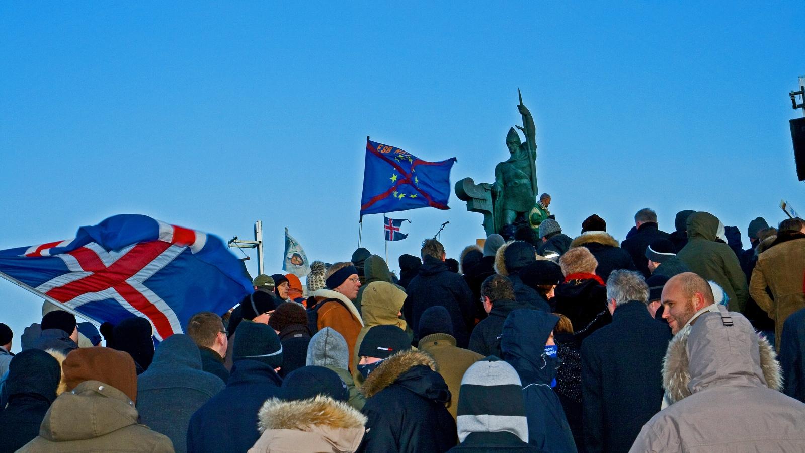 Demonstrasjon mot den islandske regjeringen i 2008.