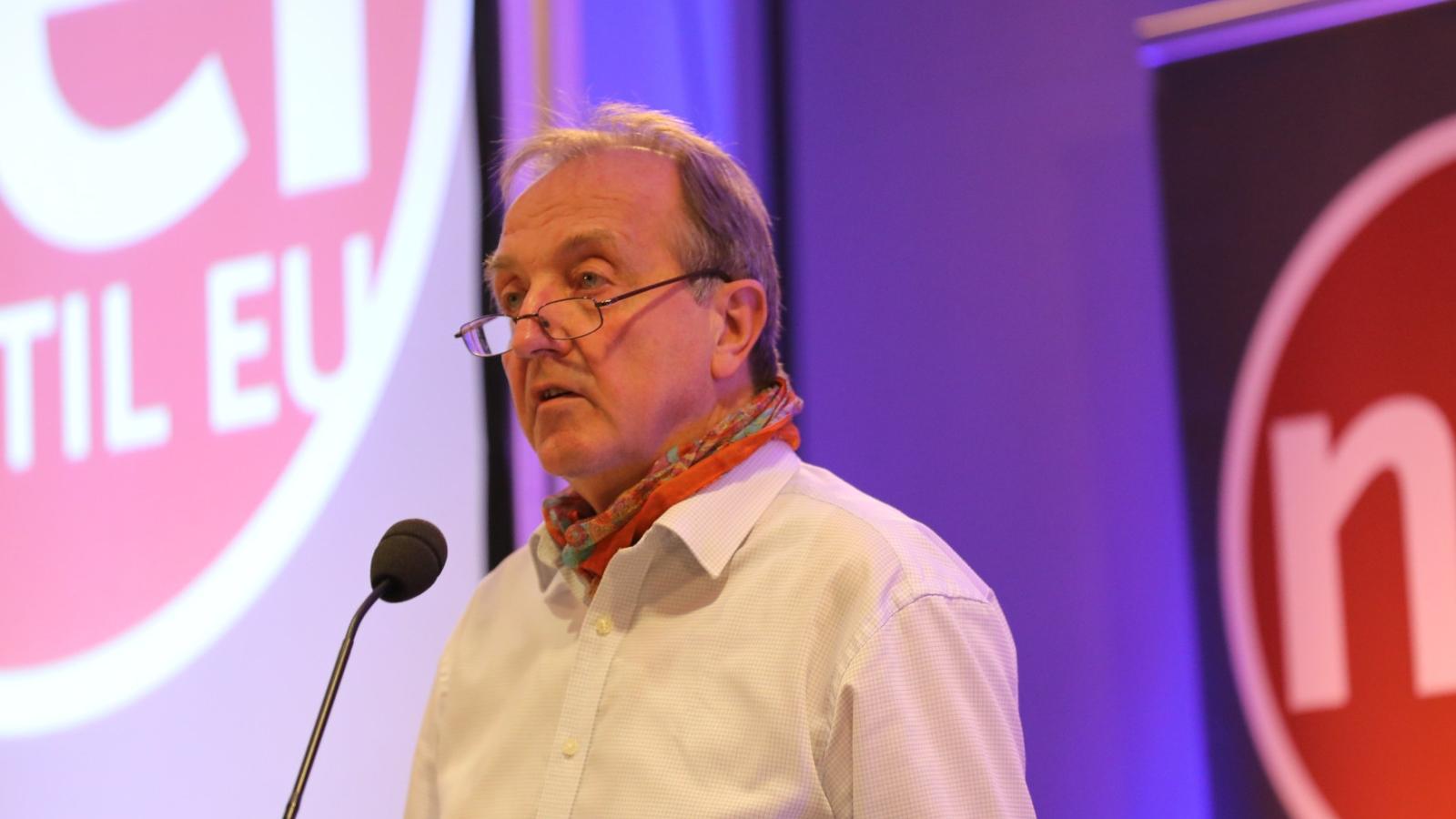 Roy Pedersen er leder i Nei til EU. Her taler han til landsmøtet i november 2020.