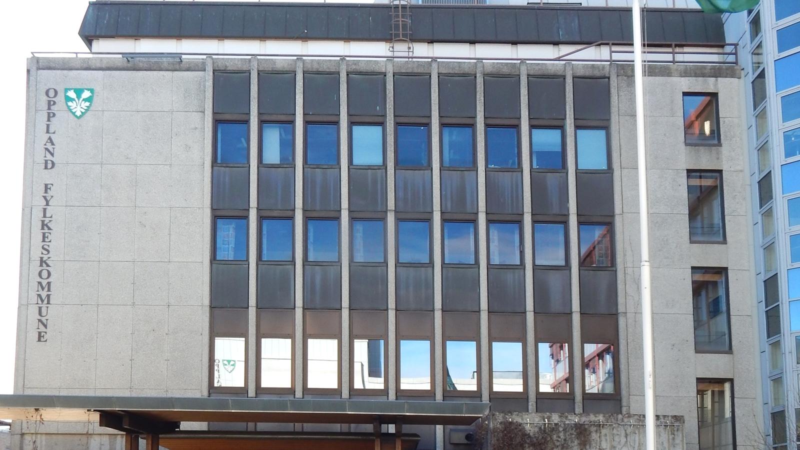 Fylkeshuset i Oppland. Foto fra Wikipedia.