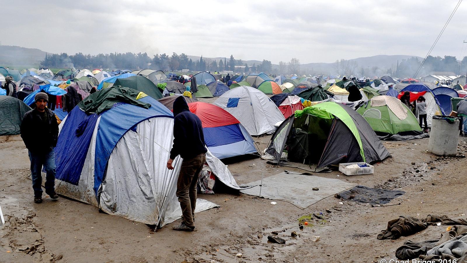 Flyktninger i en provisorisk leir i Hellas i 2016.