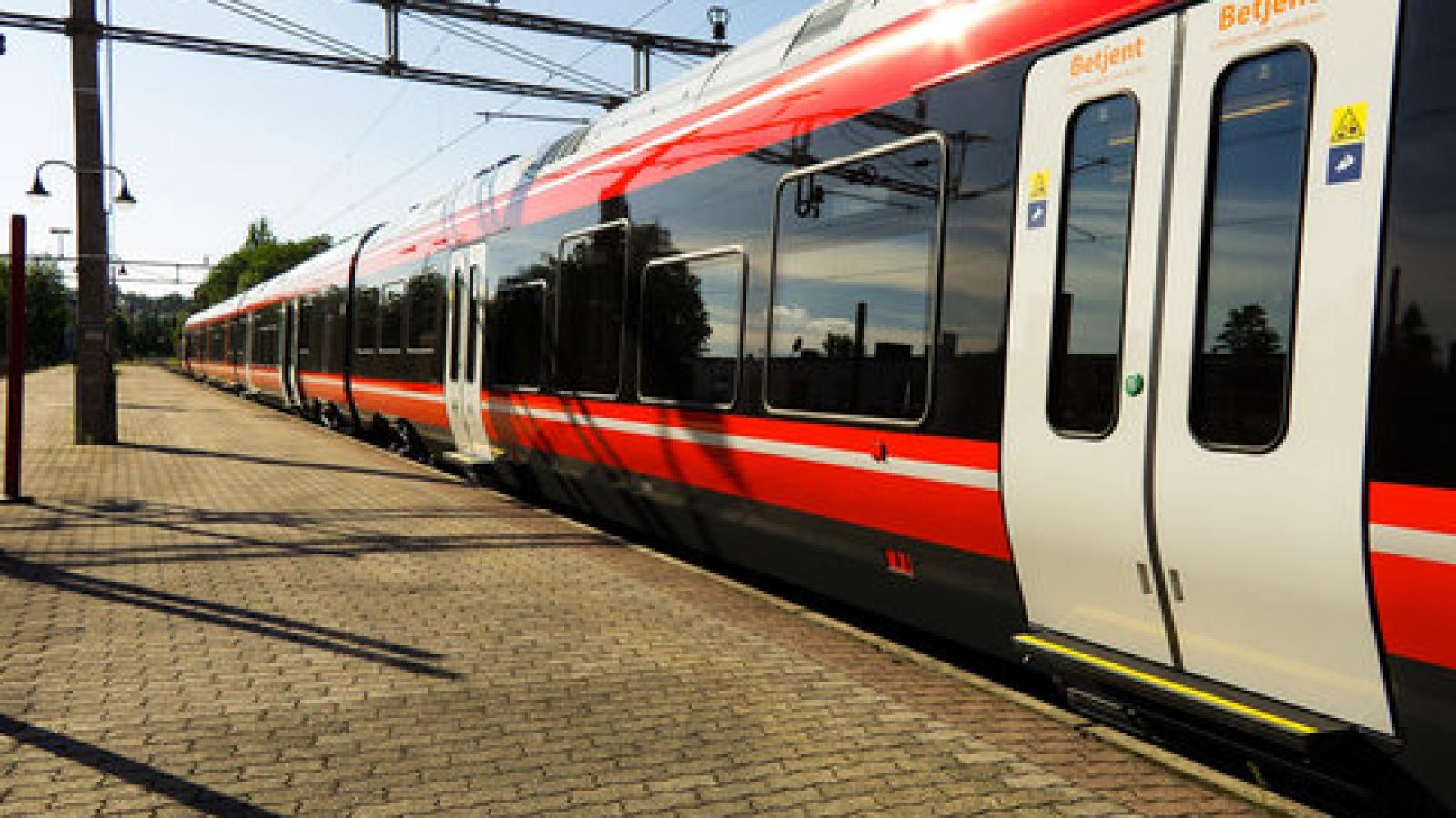 Jernbanepakke IV tilrettelegger for konkurranseutsetting av persontrafikken. Skal Stortinget reversere jernbanereformen, må det også stoppe jernbanepakka.