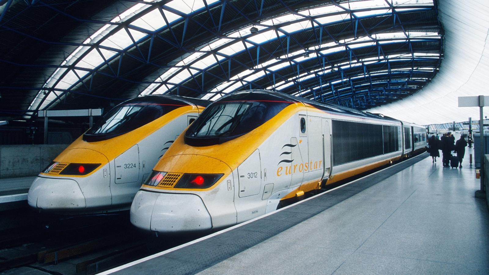 Kanalekspressen Eurostar 373 på Waterloo stasjon. Bilde fra Wikipedia Commons.