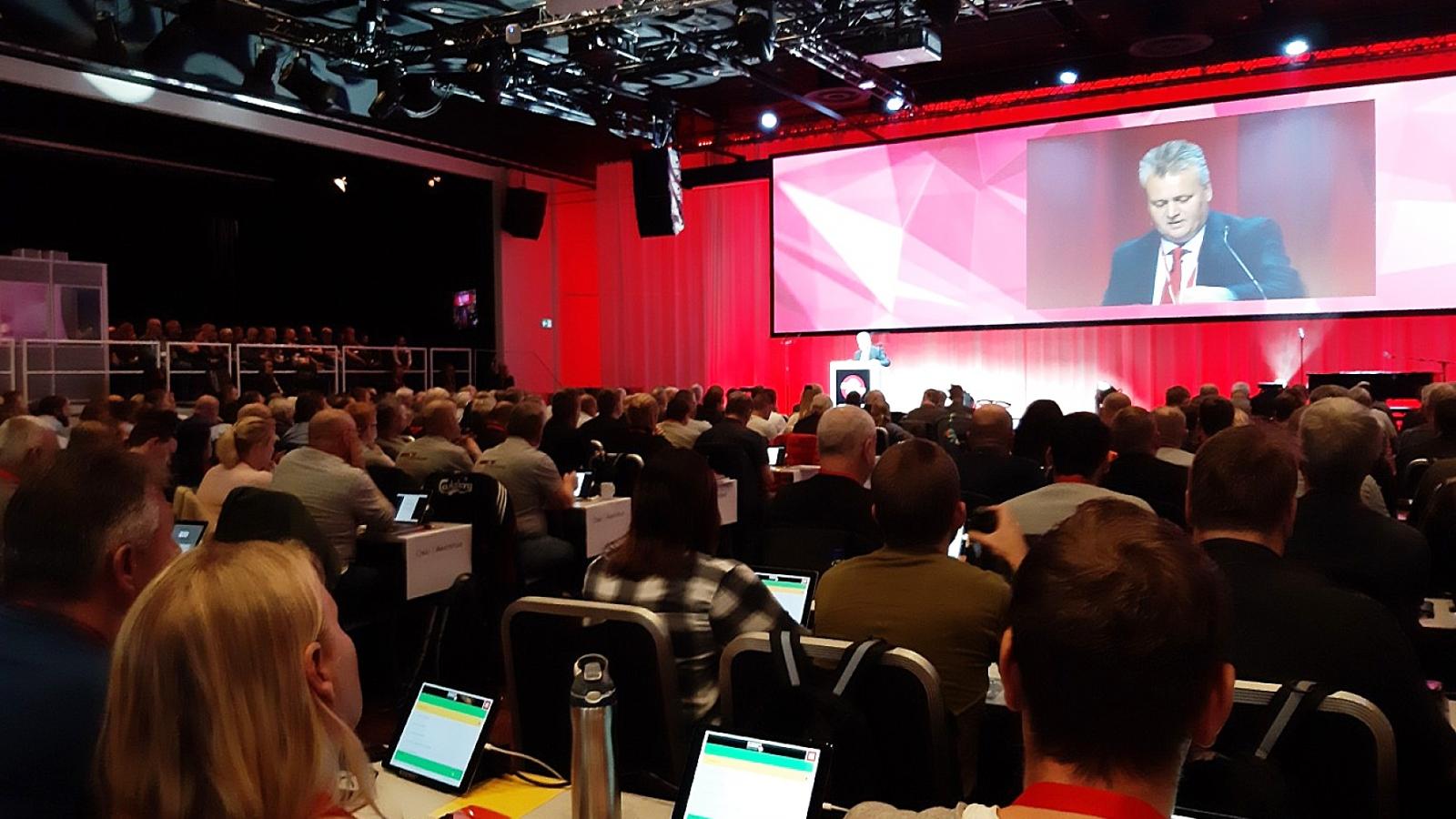 Viktige EØS-vedtak. Felleforbundets 160 000 medlemmer vil følge nøye med på hvordan forbundsledelsen følger opp de viktige vedtaka fra høstens landsmøte.