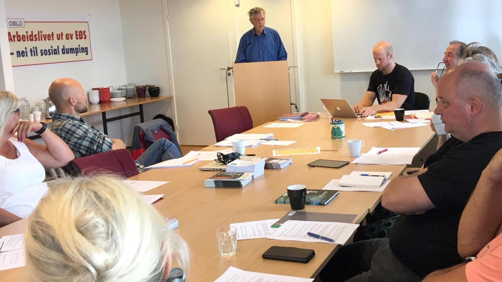 Dag Seierstad på faglig skoleringsdag om EØS i regi av faglig utvalg i Oslo Nei til EU.