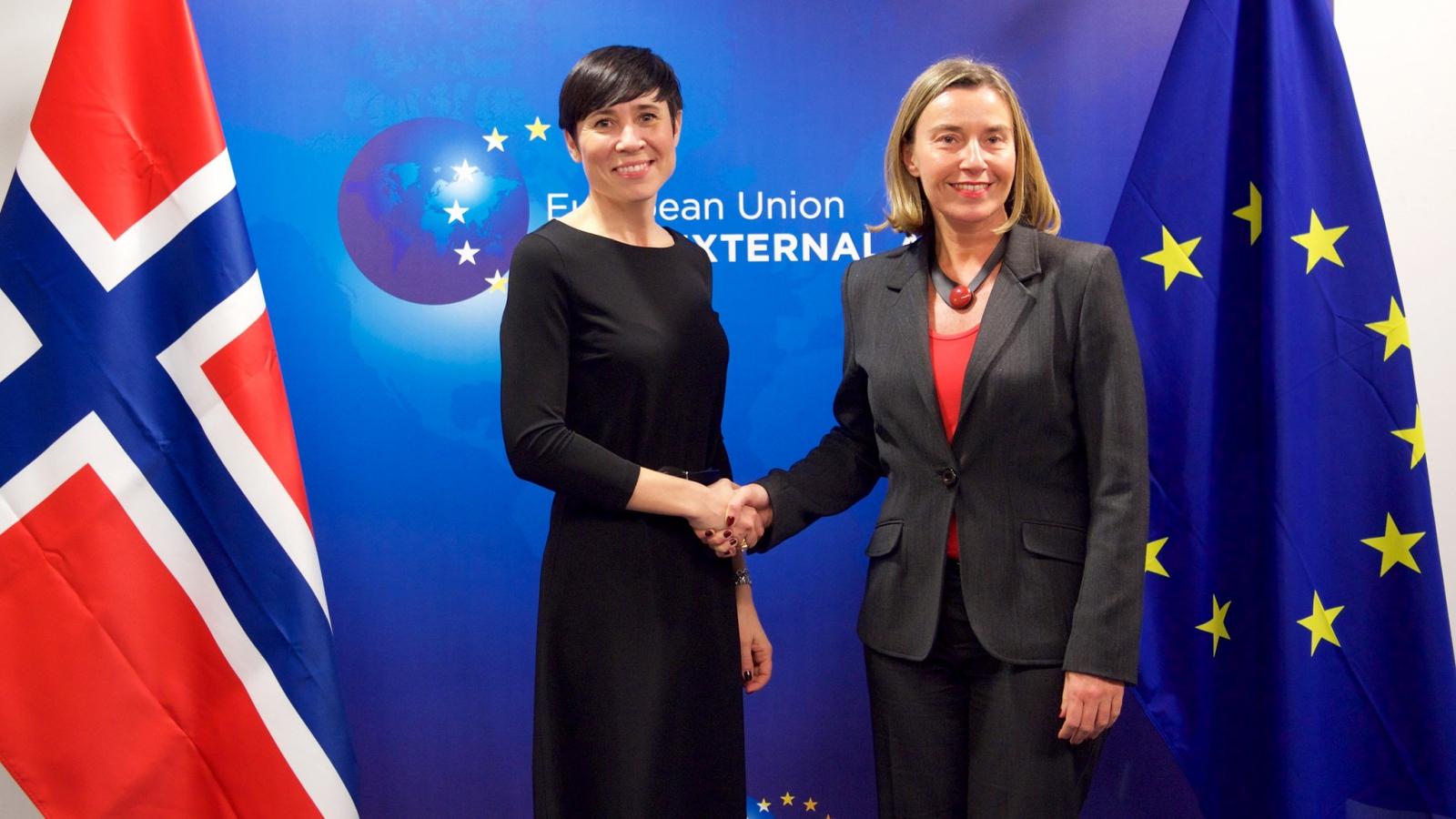 Utenriksminister Ine Eriksen Søreide møter visekommissær og «utenrikssjef» for EU, Federica Mogherini. Foto: EEAS CC-BY-NC