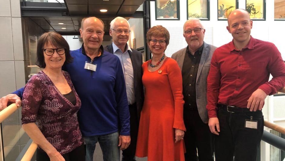 Fra venstre Solveig Gullteig, Olaf Gjedrem, Odd Jostein Sæter, Kathrine Kleveland, Geir Toskedal og Morten Harper.
