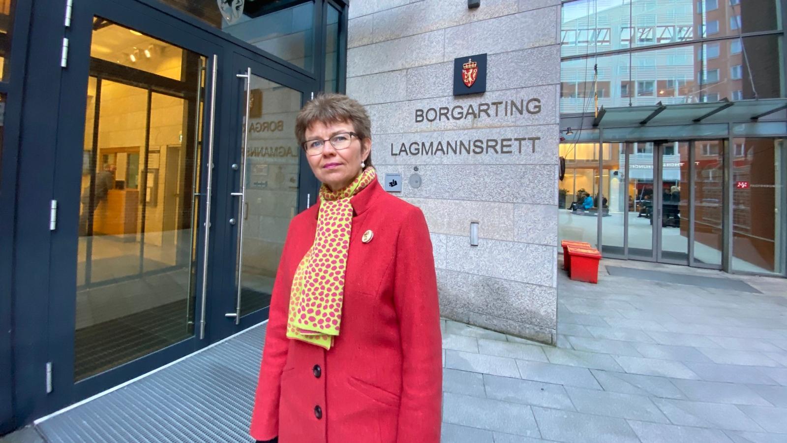 Kathrine Kleveland, leder i Nei til EU, utenfor Borgarting lagmannsrett i Oslo.