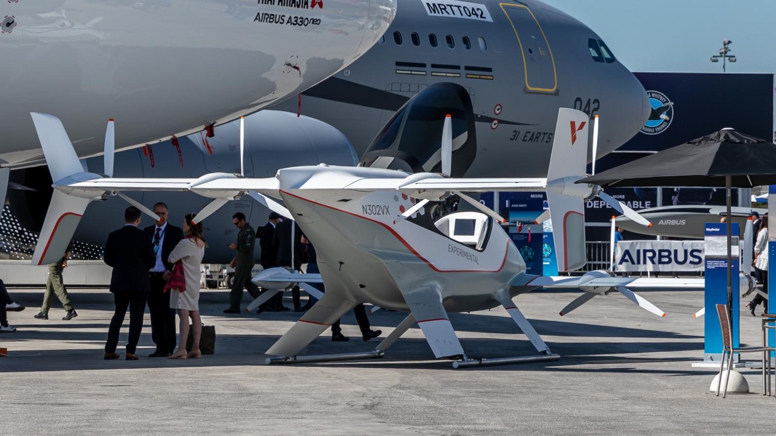 Storkonsernet Airbus utvikler både sivil og militær flyteknologi, og er blant de som kan høste av prosjekter i regi av forsvarsfondet EDF.  Illustrasjonsfoto fra Wikipedia. En Airbus A3 Vahana på flyutstilling i Paris 2019. CC BY-SA Matti Blume.